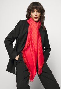 Tory Burch - LOGO TRAVELER SCARF - Šátek - bright red - 0