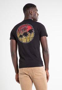 Vans - MN SANO SS - Print T-shirt - black - 1