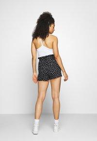 Topshop - FRILL PAPERBAG SHORTS - Shorts - white/black - 2