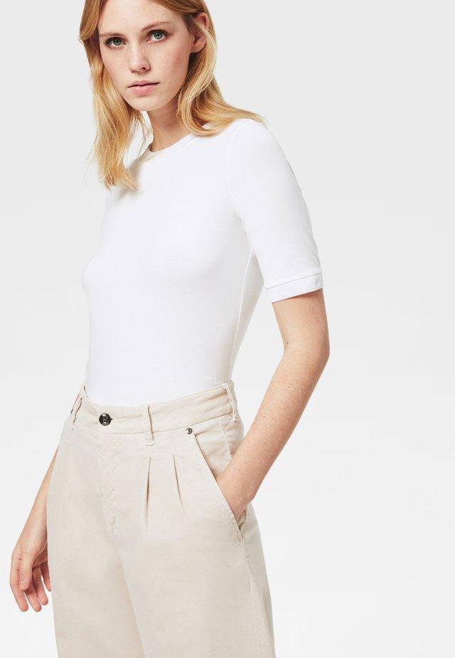 ALEXI - Jednoduché triko - off-white