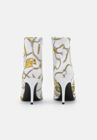 Versace Jeans Couture - Botki - white - 3