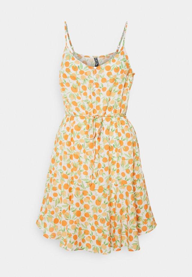 PCNYA SLIP BUTTON DRESS - Sukienka letnia - buttercream