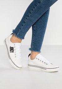 Juicy by Juicy Couture - CHARLEE - Sneakers - bleached bone - 0