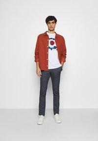Ben Sherman - PLECTRUM TARGET TEE - Print T-shirt - white - 1
