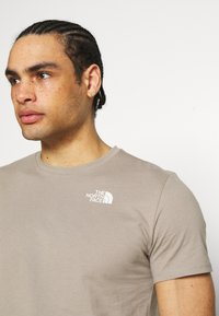 The North Face - FOUNDATION GRAPHIC TEE - T-shirt print - mineral grey - 3