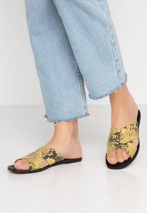 Pantofle - amarillo