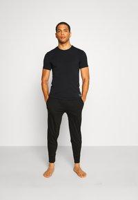 Calvin Klein Underwear - CREW NECK - Podkoszulki - black - 1