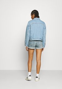 Levi's® - NEW HERITAGE TRUCKER - Denim jacket - light blue denim - 2