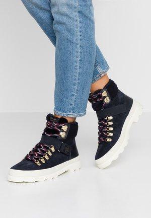 WESTPORT - Boots à talons - dark blue