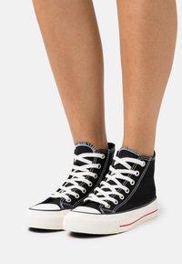 Rubi Shoes by Cotton On - BRITT RETRO - Sneakers hoog - black - 0