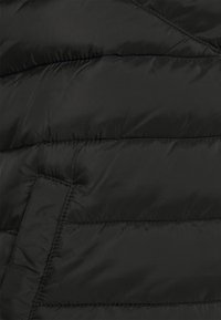 TOM TAILOR DENIM - LIGHTWEIGHT VEST - Waistcoat - black - 2