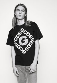 GCDS - 3D LOGO TEE - Print T-shirt - black - 4