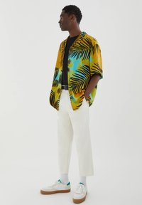 PULL&BEAR - MIT PALMEN - Shirt - yellow - 3