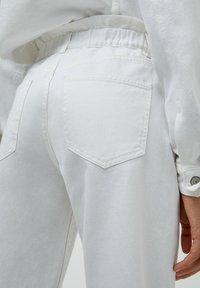 PULL&BEAR - Straight leg jeans - white - 5