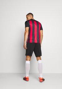 Puma - AC MAILAND TRAINING SHORTS - Sports shorts - black - 2