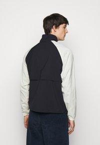 Paul Smith - GENTS ZIP CASUAL JACKET - Summer jacket - black/beige - 2