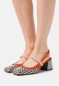 Chie Mihara - VOYAGE - Classic heels - mei/rosa/freya fango - 0