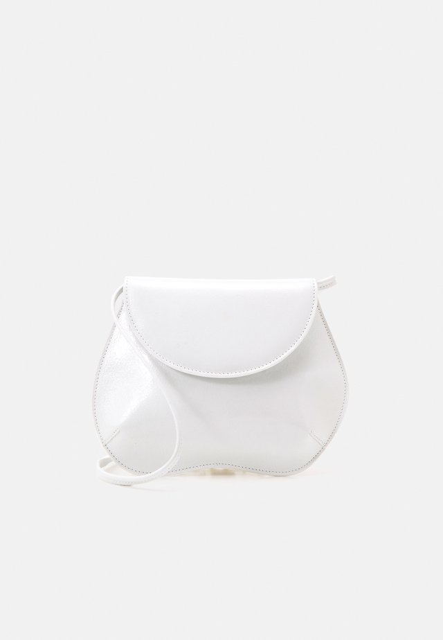 PEBBLE MINI BAG - Olkalaukku - white