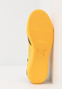 Puma - FUTURE 5.4 IT - Indoor football boots - ultra yellow/black - 4