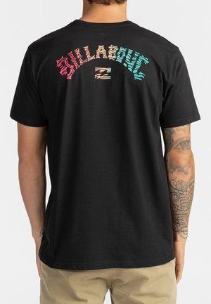 OKAPI - Print T-shirt - black