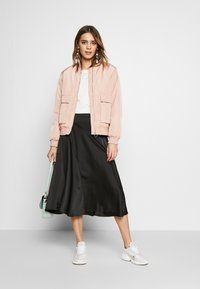 Vero Moda - VMGABBI CALF SKIRT - Áčková sukně - black - 1