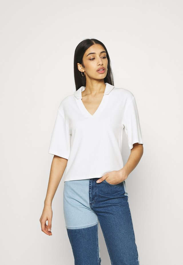 CORA - T-shirts med print - white