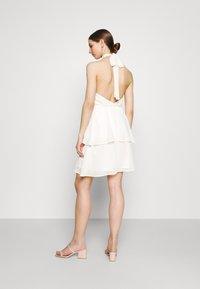 Gina Tricot - EXCLUSIVE MALVA HALTERNECK DRESS - Koktejlové šaty/ šaty na párty - white - 2