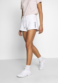 Calvin Klein Jeans - STRIPE LOGO JOGGING - Shorts - bright white - 0