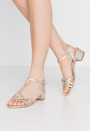 Sandaalit nilkkaremmillä - platine
