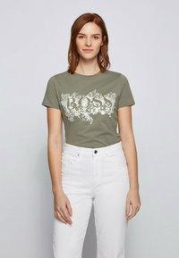 BOSS - C_ELOGO - Print T-shirt - dark green - 0