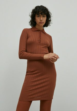 IMANI - Shift dress - braun
