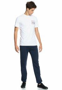 Quiksilver - HIGHWAY VAGABOND - T-shirt imprimé - white - 1