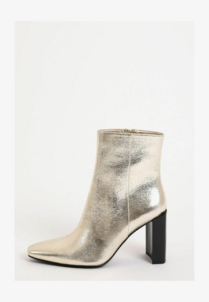 Classic ankle boots - gold