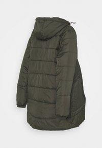 Modern Eternity - GIANNA QUILTED PUFFER HYBRID MATERNITY JACKET - Light jacket - khaki - 1