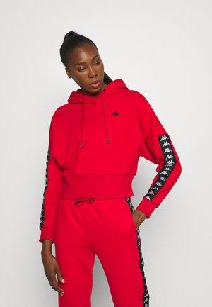 JUNJA - Hoodie - racing red