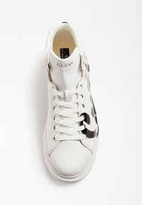 Guess - SALERNO MID - High-top trainers - white - 1