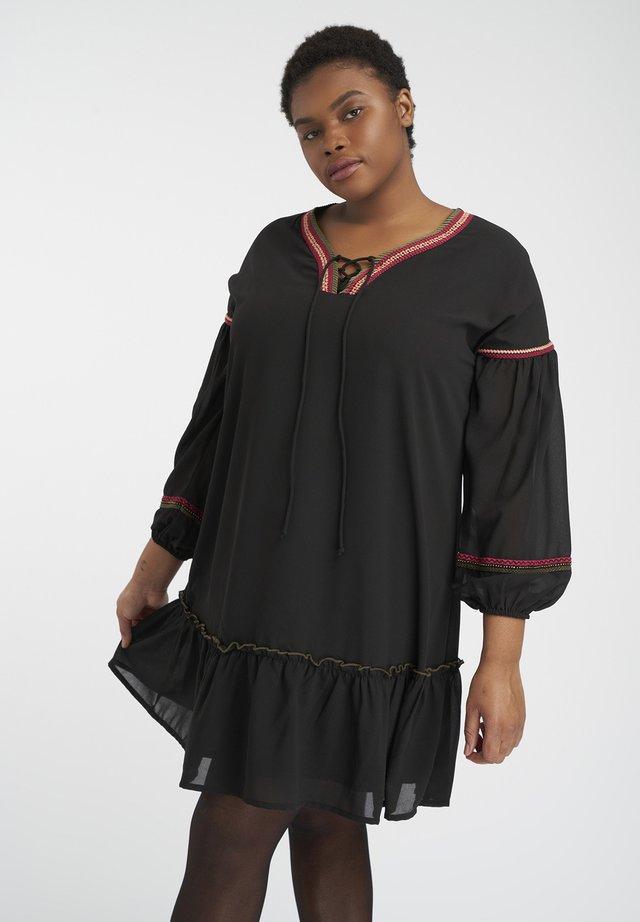 GEBORDUURD DETAIL - Robe d'été - black