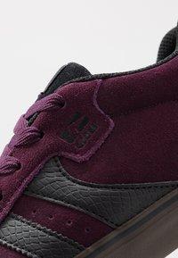 Globe - ENCORE-2 - Skate shoes - plum/choc - 5