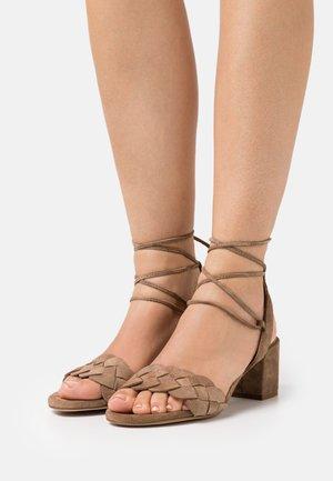 Sandalias - fango