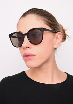 Sunglasses - gloss.blk