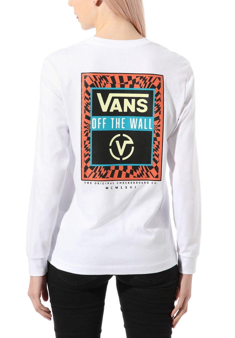 Vans - WM GAME NIGHT - T-shirt z nadrukiem - white