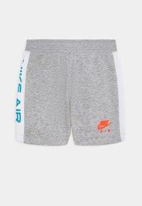 Nike Sportswear - Triko spotiskem - grey heather - 2