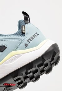 adidas Performance - TERREX AGRAVIC TR GTX - Løbesko trail - legend blue/core black/yellow tint - 5