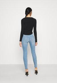 Good American - GOOD LEGS RAW  - Jeans Skinny Fit - blue - 2