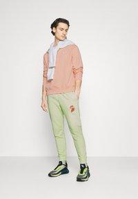 Nike Sportswear - CLUB CREW - Sweatshirt - arctic orange - 1