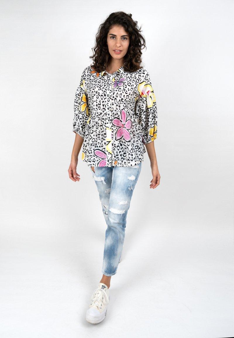 Grace - LEO & FLOWERS - Button-down blouse - white