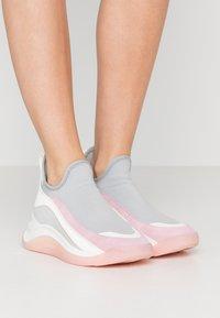 Sportmax - ESCHIMO - Zapatillas altas - grigio - 0