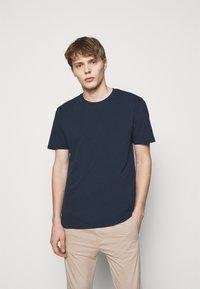 DRYKORN - SAMUEL - Basic T-shirt - dark blue - 0