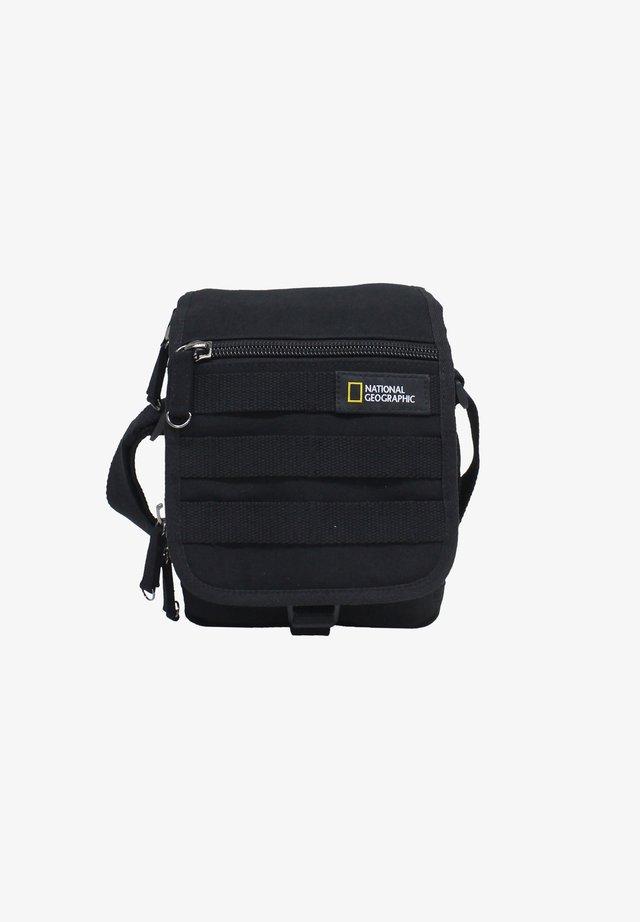 MILESTONE - Across body bag - schwarz