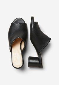 Selected Femme - MULES HANDGEFERTIGTE LEDER - Mules - black - 2
